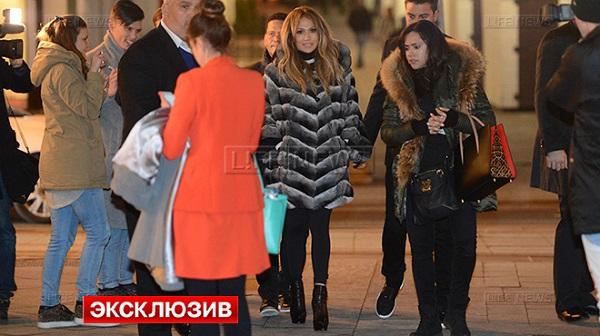 Дженнифер Лопес прогулялась по московским бутика